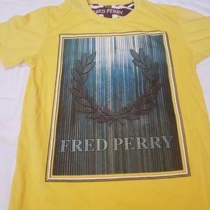 ⭐Fred Perry  tee shirt
